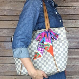 💕✨AUTHENTIC✨💕 LV Damier Azur Totally MM